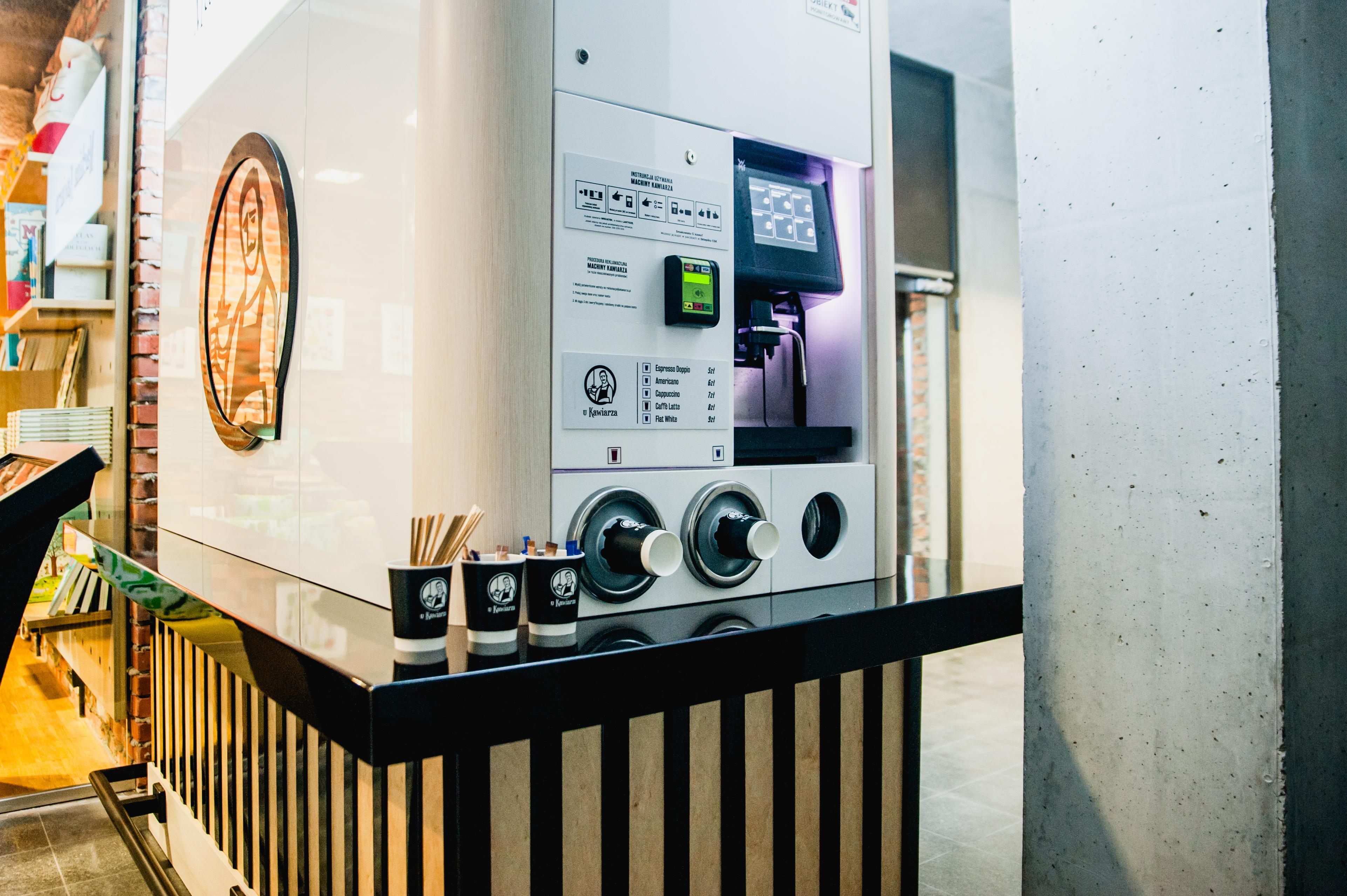 Machina kawiarza, ekspress do kawy na kartę płatniczą